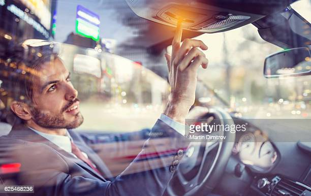 man in car using the car assistance button - sos einzelwort stock-fotos und bilder