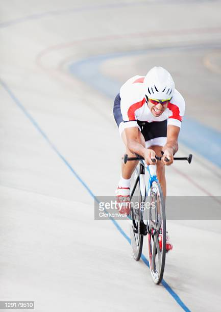 man in cycling race - track cycling stock pictures, royalty-free photos & images