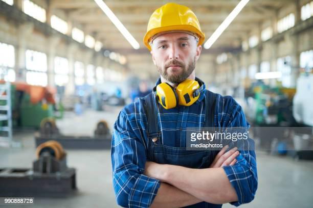 Man in fabriek
