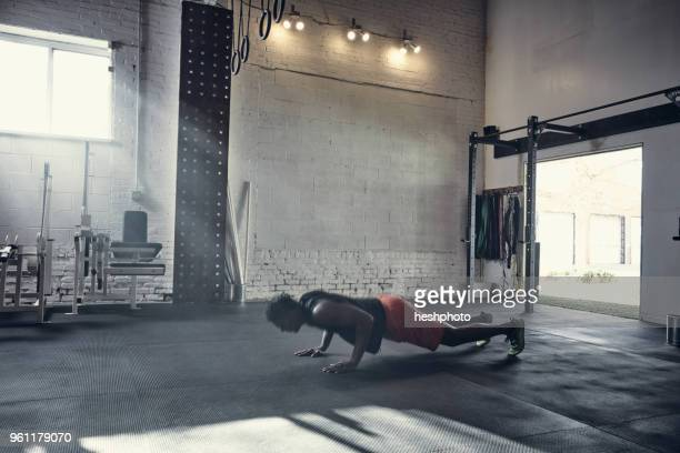 man in gym doing push up - heshphoto stock pictures, royalty-free photos & images