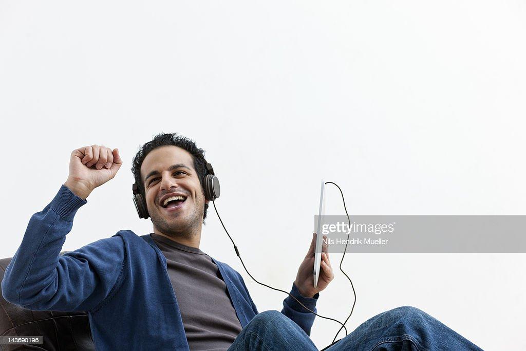 Man in headphones dancing in chair : ストックフォト