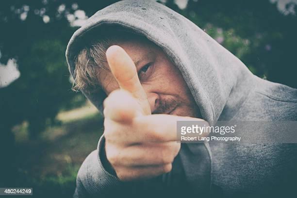 man in hooded sweatshirt using finger as fake gun - porto lincoln - fotografias e filmes do acervo