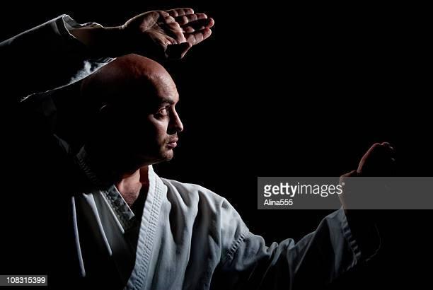 男性の武術の装いも、スタンス - 武道 ストックフォトと画像