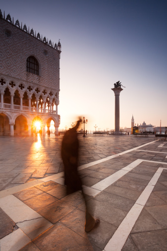 Man in motion walking in Venice at sunrise - gettyimageskorea