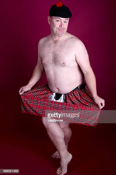 homem em apenas kilt e chapéu curtsying - cultura escocesa imagens e fotografias de stock