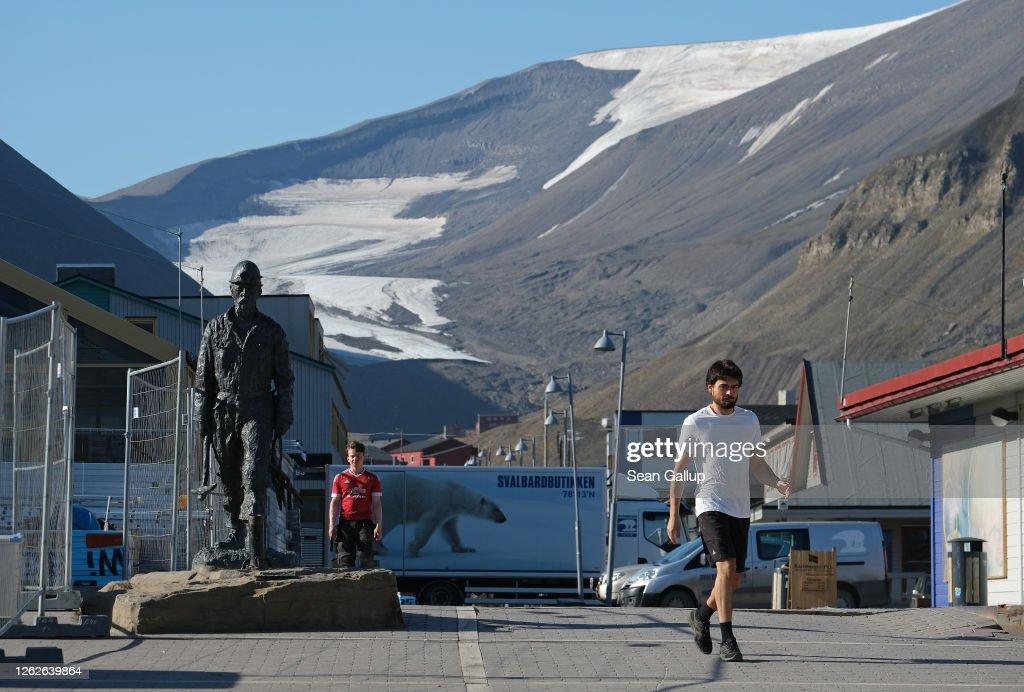 Summer Heat Wave Hits Svalbard Archipelago, Far North Of The Arctic Circle : Foto di attualità
