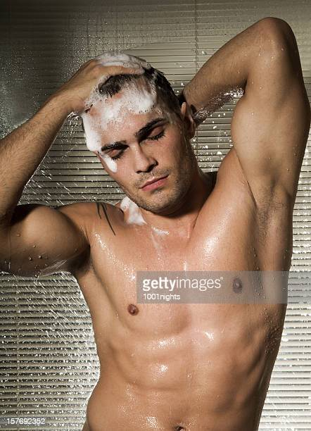 男性のシャワー