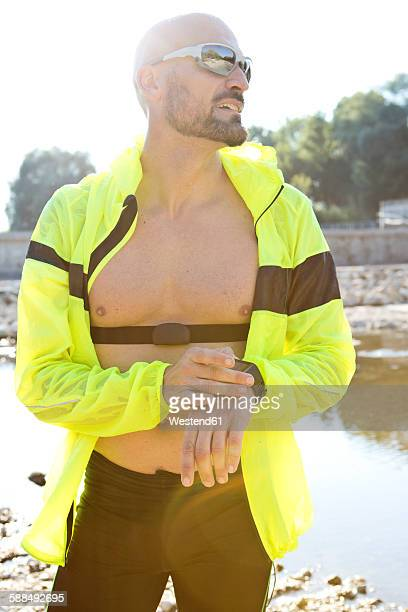 man in sports wear adjusting his smartwatch - best sunglasses for bald men stock pictures, royalty-free photos & images