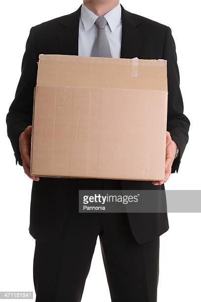 Uomo in tuta con scatola