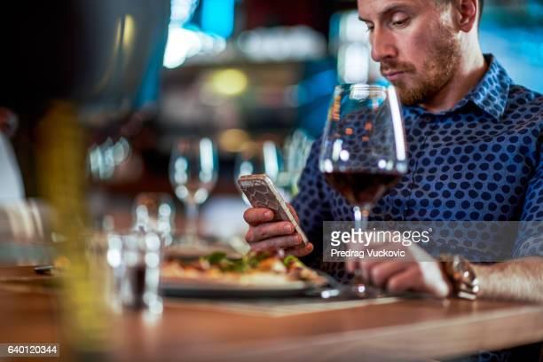 Mann im restaurant