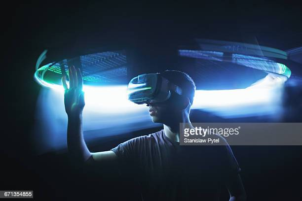 man in virtual reality - innovation stock-fotos und bilder