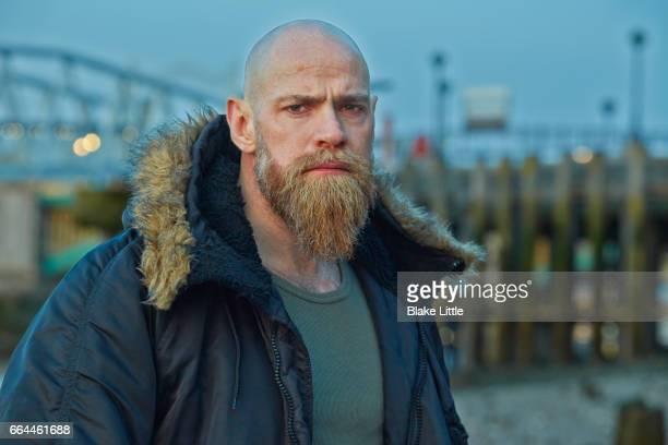 man in winter coat near dock - kaal geschoren hoofd stockfoto's en -beelden