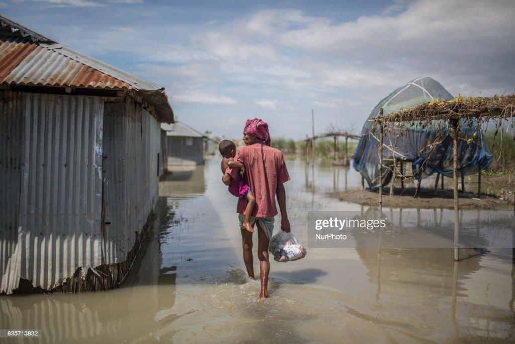 Flood in Gaibandha, Northern Bangladesh : News Photo
