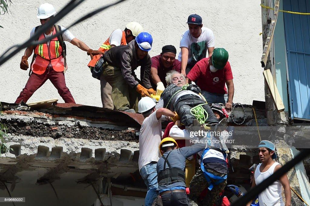 TOPSHOT-MEXICO-QUAKE : News Photo