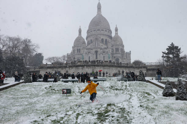 FRA: Snow Hits Paris