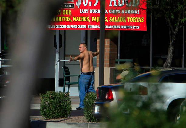 Baja Fresh Hours >> Photos Et Images De Shooting Occurs At Mall In Phoenix Suburb