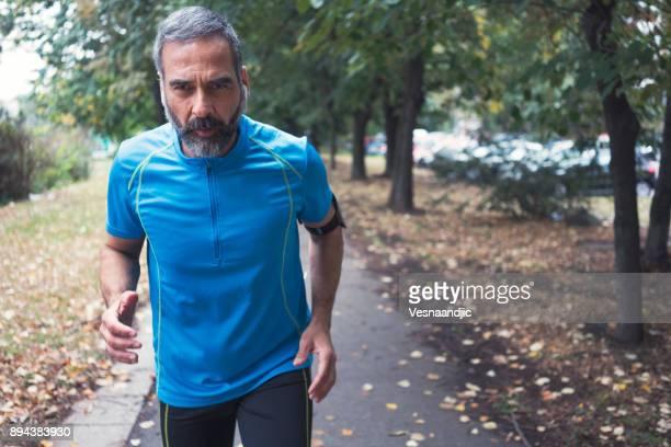 Mann Joggen im Freien
