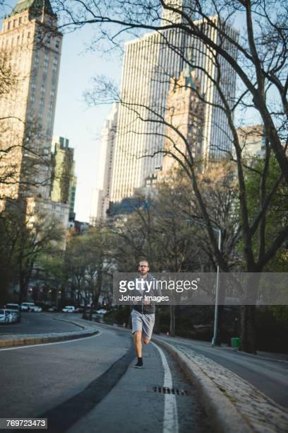 man jogging - homens de idade mediana - fotografias e filmes do acervo