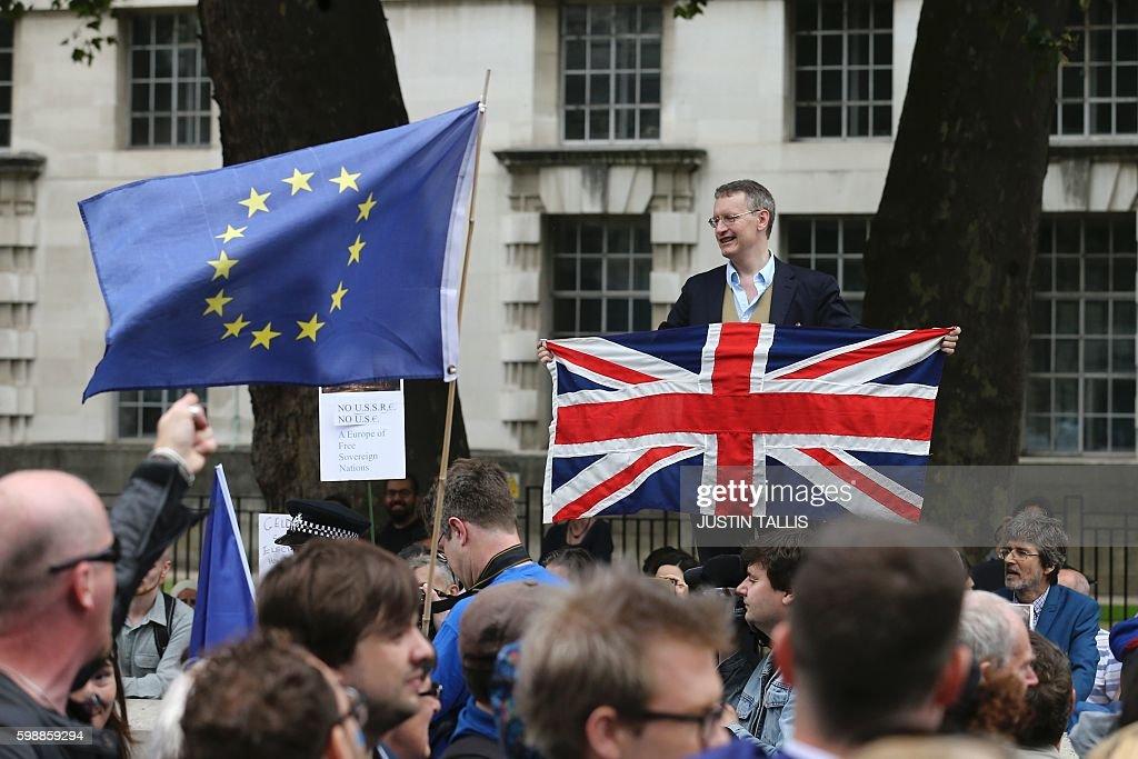 BRITAIN-EU-POLITICS-BREXIT-DEMO : News Photo