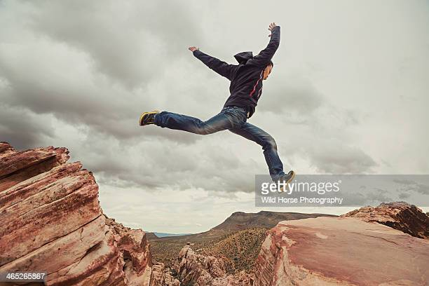 man jumping in the air at red rock canyon - red_rock,_nevada stock pictures, royalty-free photos & images