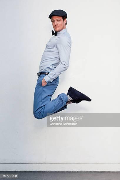 man jumping in the air - ポケットに手を入れている ストックフォトと画像