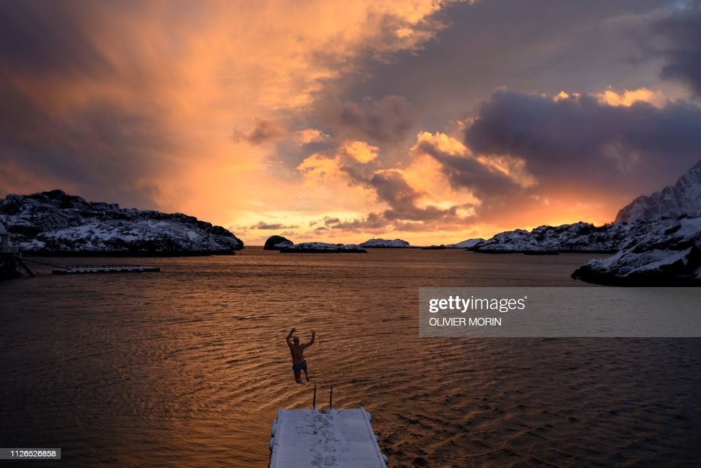 TOPSHOT-NORWAY-ARCTIC-SUNSET-WINTER : News Photo