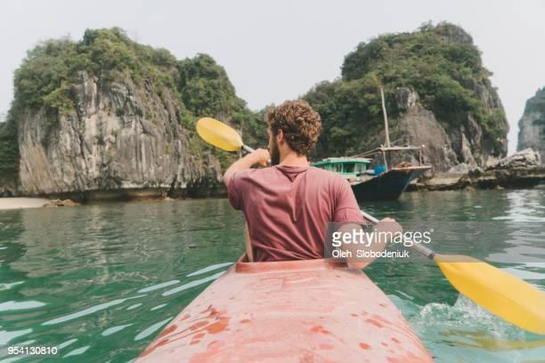 man kayaking in halong bay - halong bay imagens e fotografias de stock