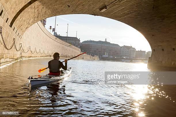 man kayaking on sea - リッダーホルメン王宮 ストックフォトと画像
