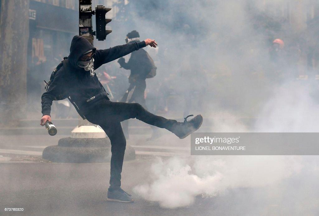 FRANCE2017-VOTE-STUDENTS-DEMO : News Photo