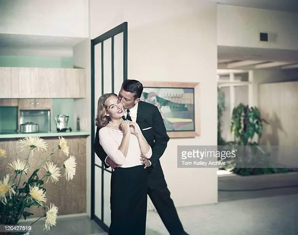 男性女性、笑顔、キス - 1960~1969年 ストックフォトと画像