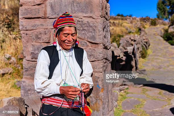 Mann Stricken auf Taquile, Lake Titicaca, Peru