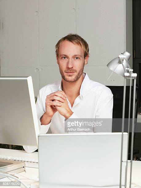 man leaning on desk - hitech mod a stock pictures, royalty-free photos & images