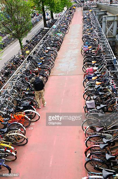 man leaving his bicycle at a parking garage - ogphoto bildbanksfoton och bilder