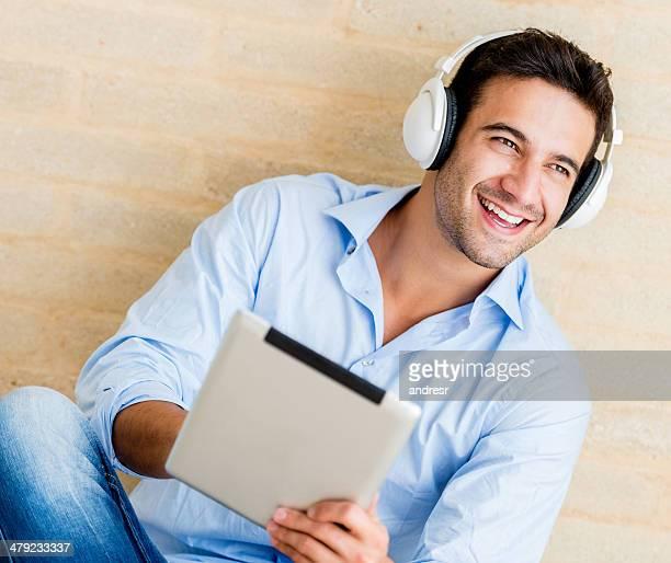 Mann Musik hören