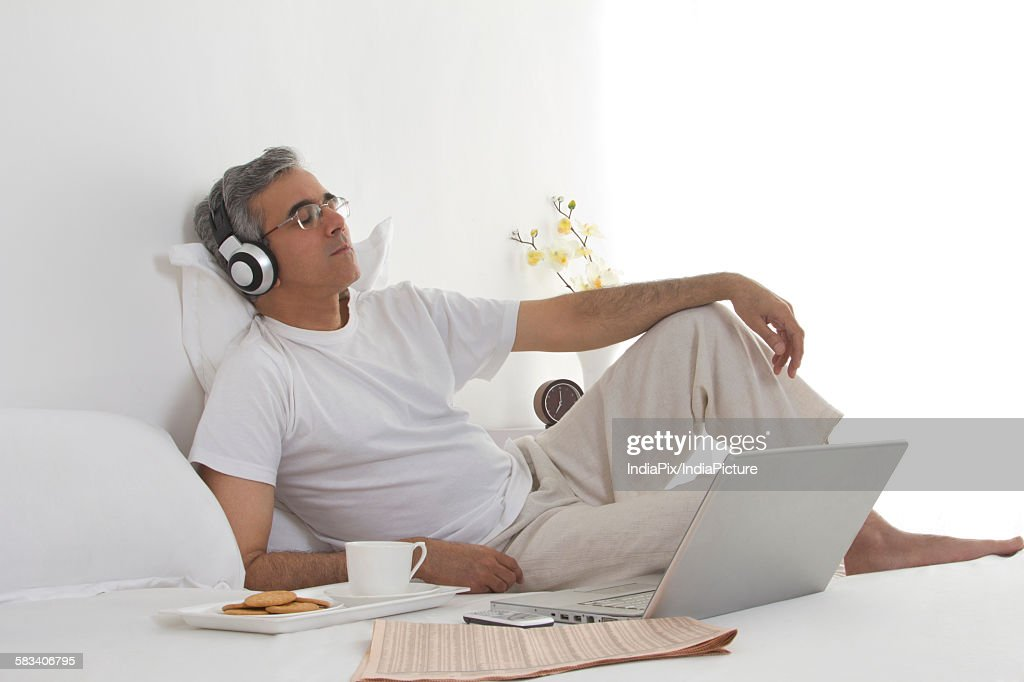 Man listening to music : Stock Photo
