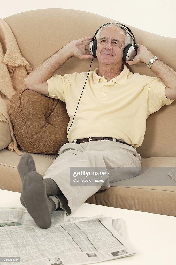Man listening to music : Stockfoto