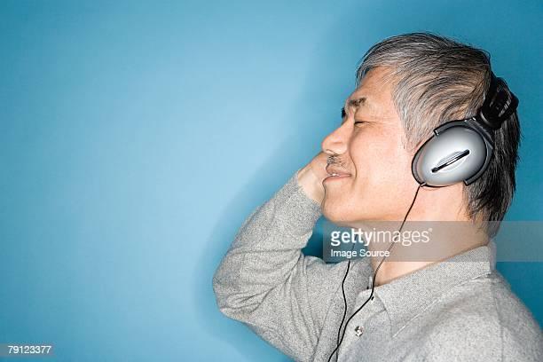 Hombre escuchar música