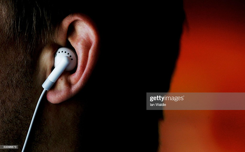 iPods Linked To Hearing Problems : News Photo