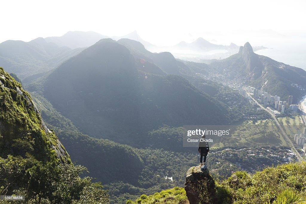 Mann, Blick auf Rio de Janeiro von oben : Stock-Foto