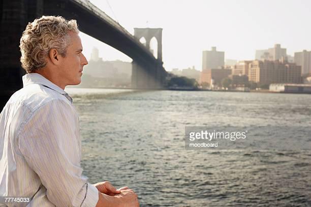 man looking at river - ニューヨーク郡 ストックフォトと画像