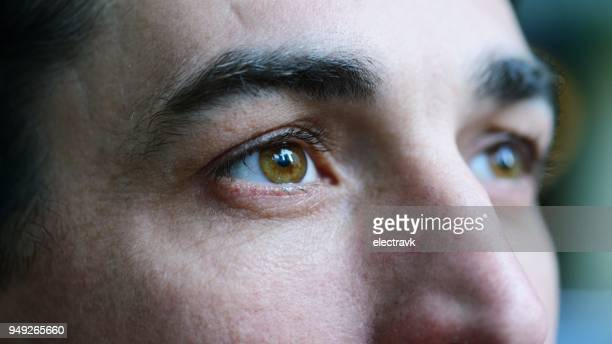 man looking away - close up stockfoto's en -beelden
