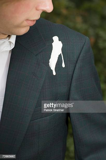 man looking down at bird droppings on shoulder - fezes imagens e fotografias de stock