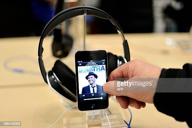 A man lookks at a iiPod touch in a new Apple store during its opening on November 15 2012 in SaintHerblain western France AFP PHOTO / JEANSEBASTIEN...