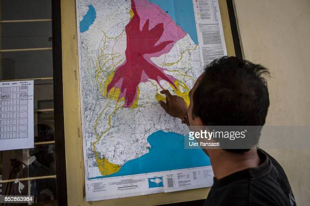 KARANGASEM BALI INDONESIA SEPTEMBER 24 A man looks a map of the danger zones at the mount Agung monitoring station on September 24 2017 in Karangasem...