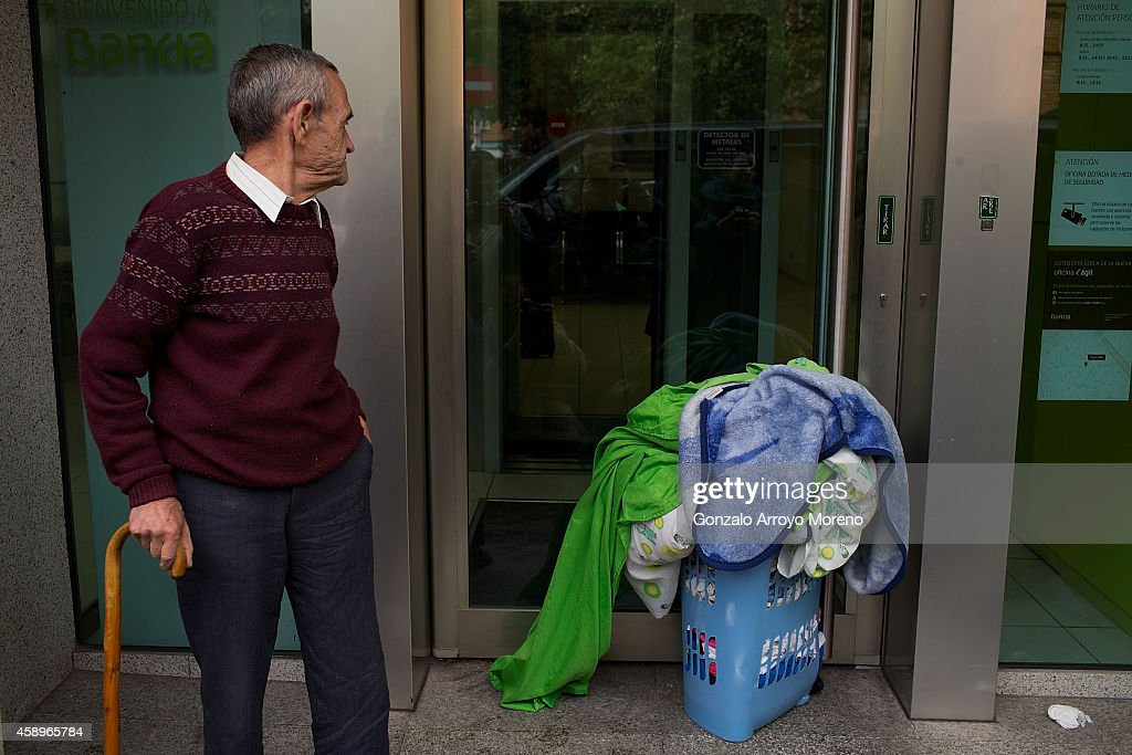 Police Eviction Of Family In Bankia Owned Property : News Photo