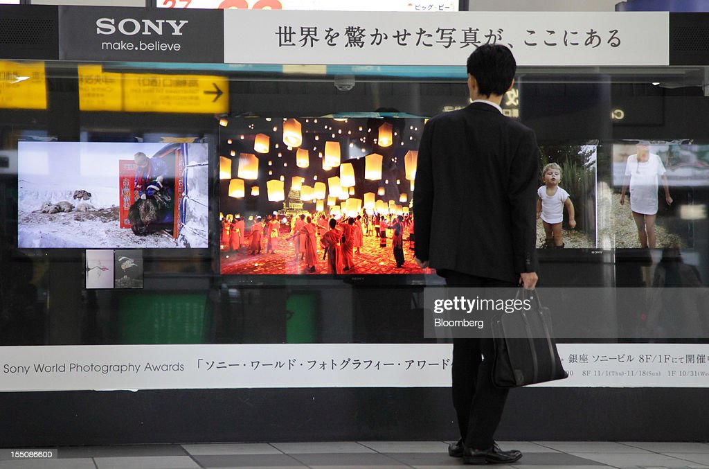 A man looks at Sony Corp. televisions displayed at a train station in Tokyo, Japan, on Thursday, Nov. 1, 2012. Sony, Japan's biggest consumer-electronics exporter, unexpectedly posted its seventh straight quarterly loss on falling demand for its TVs as consumers flock to Apple Inc. and Samsung Electronics Co. devices. Photographer: Tomohiro Ohsumi/Bloomberg via Getty Images