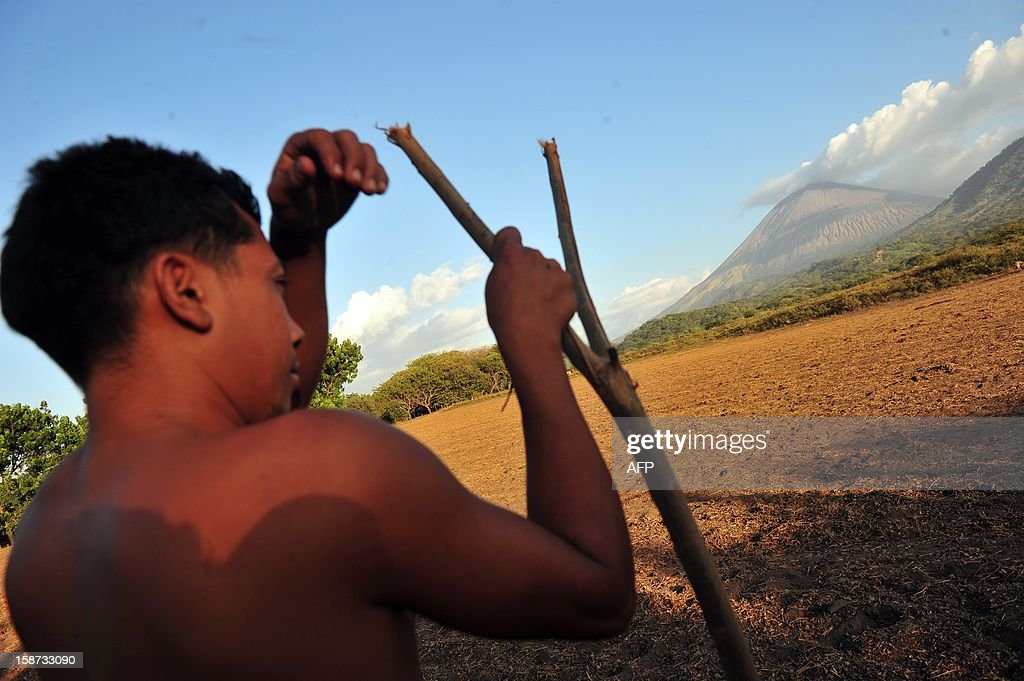 A man looks at the San Cristobal volcano from Chinandega, 150 km from Managua, on December 26, 2012. The San Cristobal volcano began spewing smoke and ashes Tuesday afternoon. AFP PHOTO / Hector RETAMAL