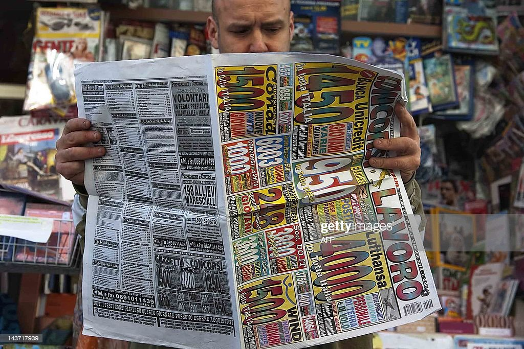 A man looks for job opportunities on new : News Photo