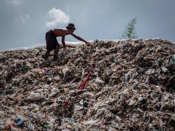 IDN: Indonesians Tackle With Plastic Waste In Surabaya