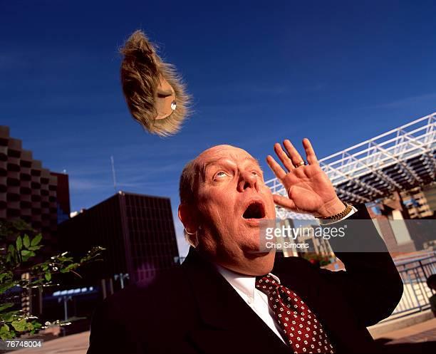 man losing wig - homme chauve photos et images de collection